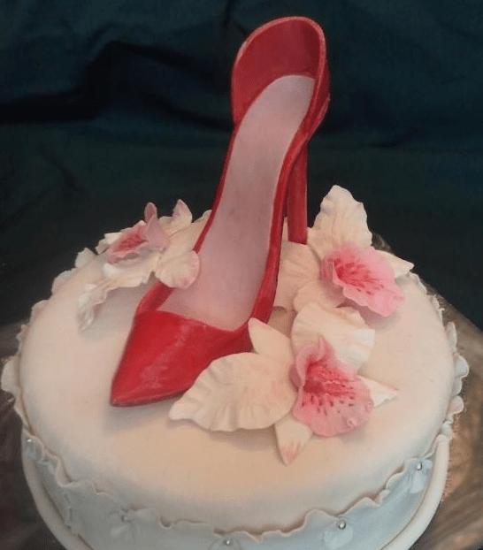 Торт с туфелькой из мастики