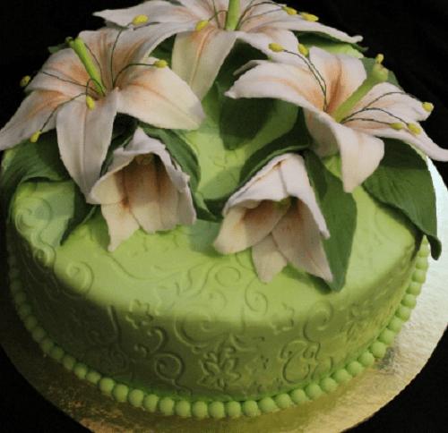 Торт с лилиями из мастики