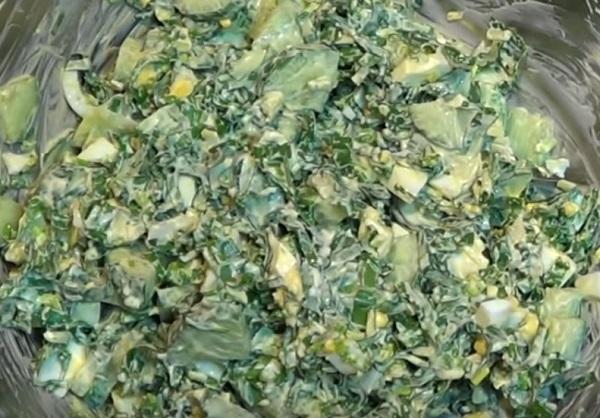 Салат из черемши с яйцами и огурцами
