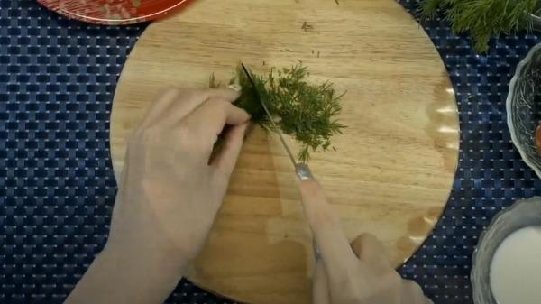 omlet-na-skovorode-s-vetchinoj-i-syrom2