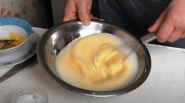 omlet-bez-moloka-na-skovorode6