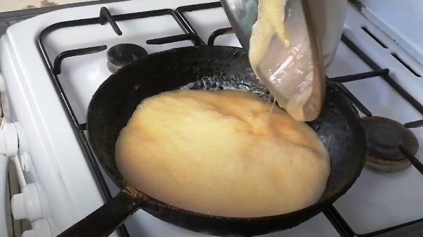 omlet-bez-moloka-na-skovorode9