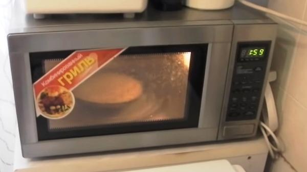 omlet-iz-yaic-v-mikrovolnovke5