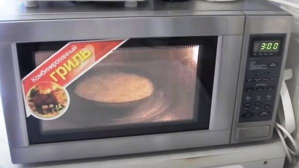 omlet-iz-yaic-v-mikrovolnovke7