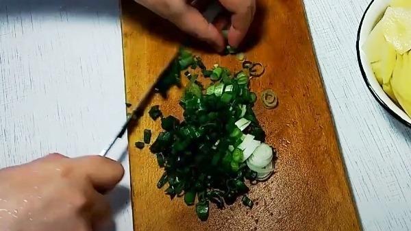 omlet-s-kartoshkoj-na-skovorode3