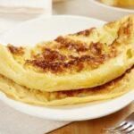 Рецепт пышного омлета с манкой и молоком на сковороде
