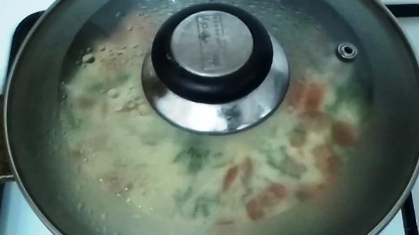 omlet-s-vetchinoj-i-pomidorami5