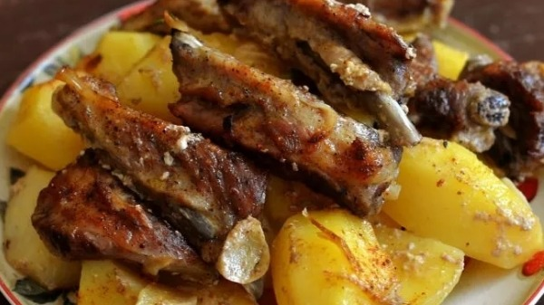 Косуля с картошкой в духовке