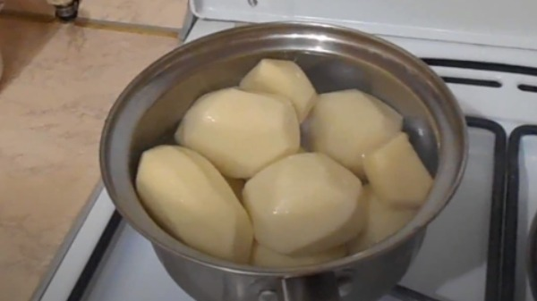Cазан в духовке в фольге с картошкой