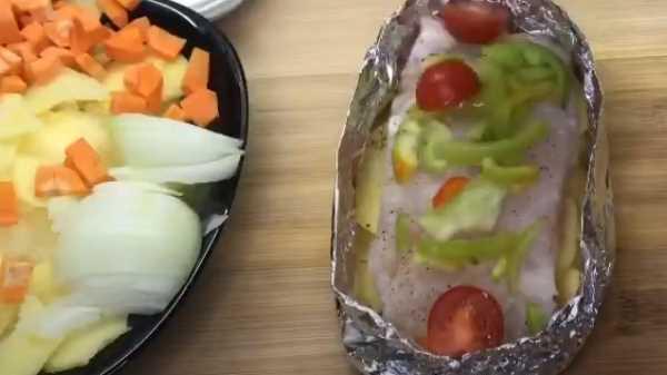 Палтус в духовке с овощами в фольге