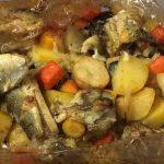 Рыба в духовке с картошкой в рукаве