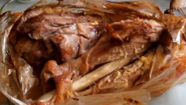 Голень индейки в духовке в рукаве