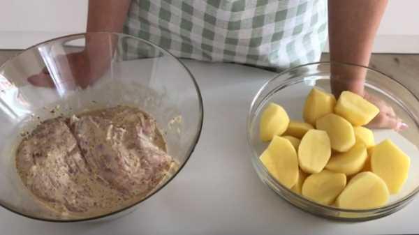 Картошка с индейкой в духовке в рукаве