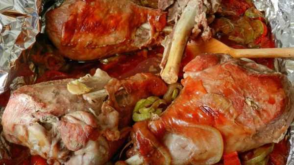 ноги индейки в духовке в фольге