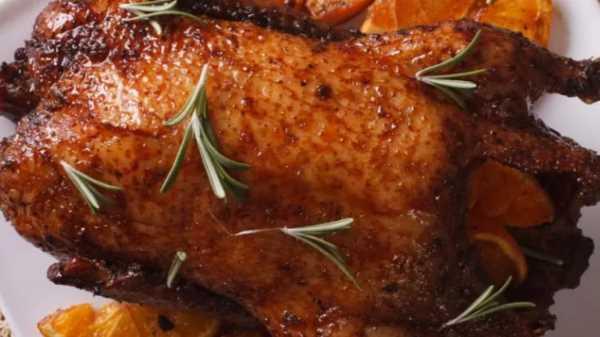 Утка с апельсинами в духовке в рукаве