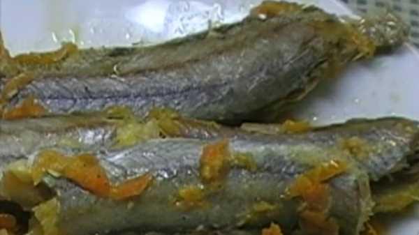 Путассу в духовке с луком, морковью и майонезом