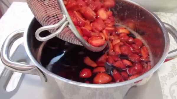 Как и сколько варить варенье из Виктории
