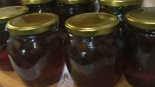 Как варить царское (изумрудное) варенье из крыжовника с вишневыми листьями