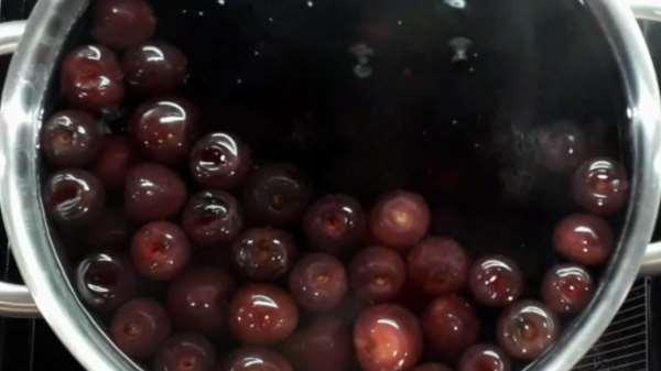 Как и сколько варить компот из черешни